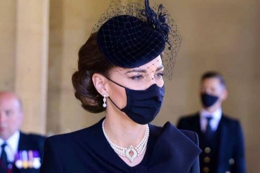 Kate Middleton: Τα κοσμήματα που φόρεσε στην κηδεία του Φίλιππου, 24Sports  & News